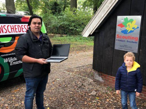 Oude laptops van Grolsch krijgen nieuw leven bij scouting 't Volbert