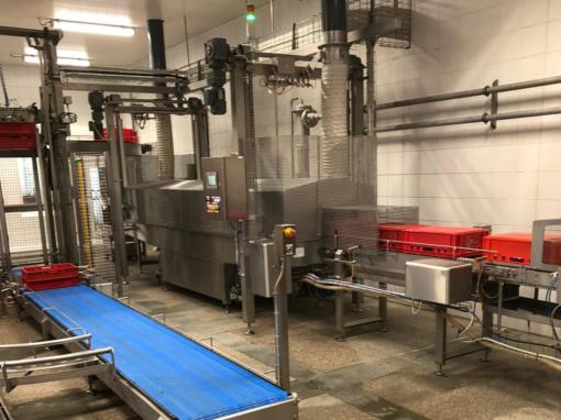 Bolscher Vlees stelt krattenwasinstallatie ter beschikking aan de Voedselbank Enschede/Haaksbergen